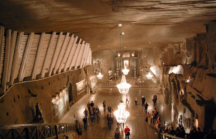 Mina de sare Wieliczka și toată fascinația pe care o deșteaptă, se află la numai 30 de minute de Cracovia