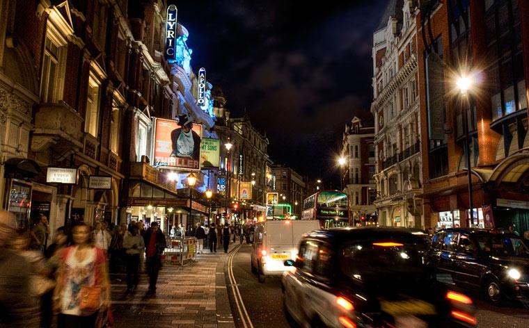 Ieftin la Londra: 5 moduri de a economisi bani pe biletele la Teatrul  Londonez West End