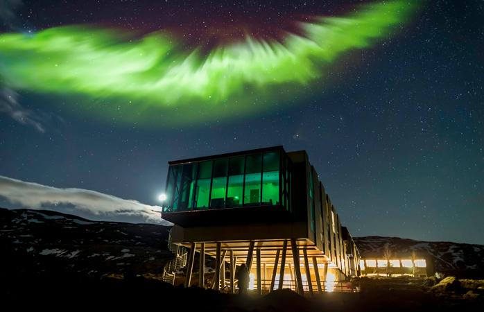 Aurora Boreală strălucind deasupra la ION Hotel.