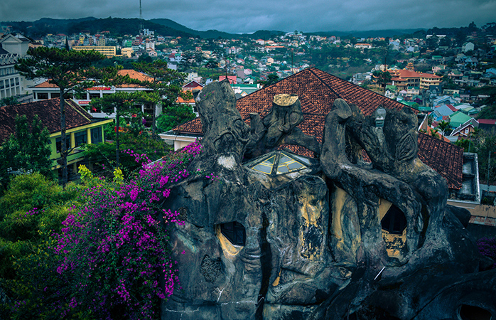 Inedita casă Hang Nga