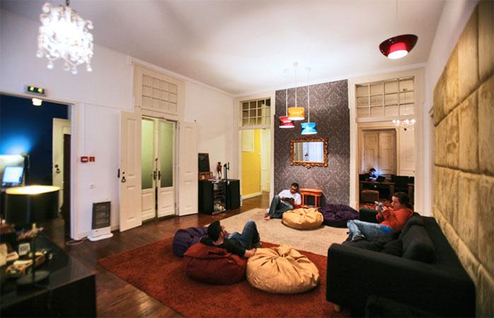 Relaxare de primă clasă în Travellers House, unul dintre cele mai bune locuri de cazare din Lisabona.