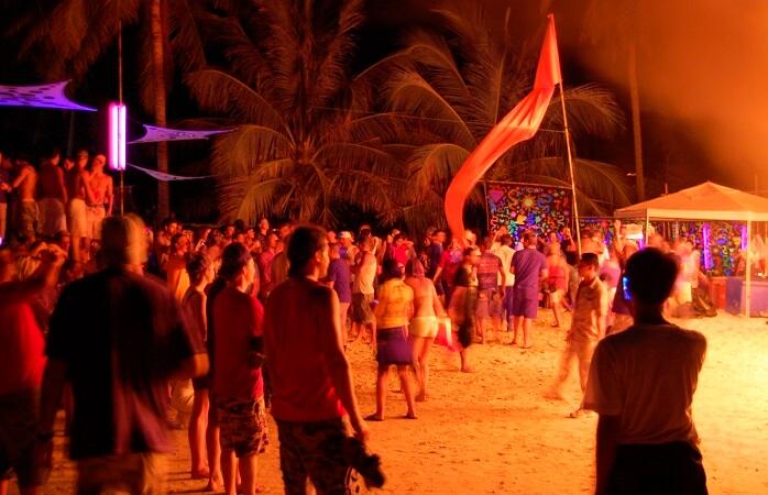 2-Koh-Phangan-petrecere-de-luna-plina-Thailanda