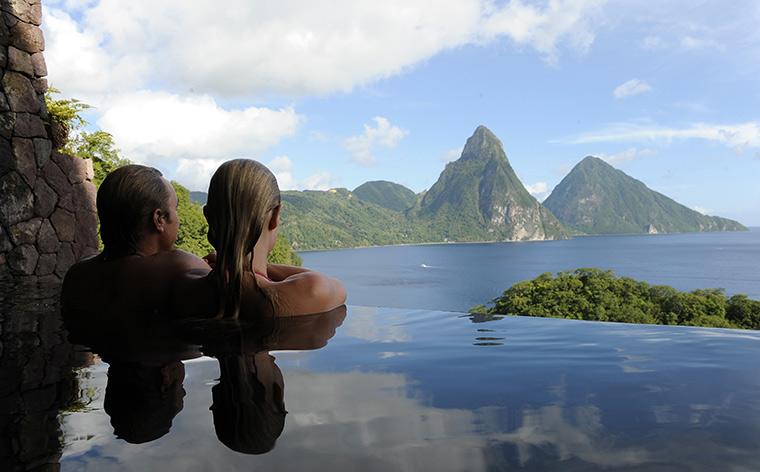 Cameră cu priveliște: 12 hoteluri de lux cu peisaje superbe