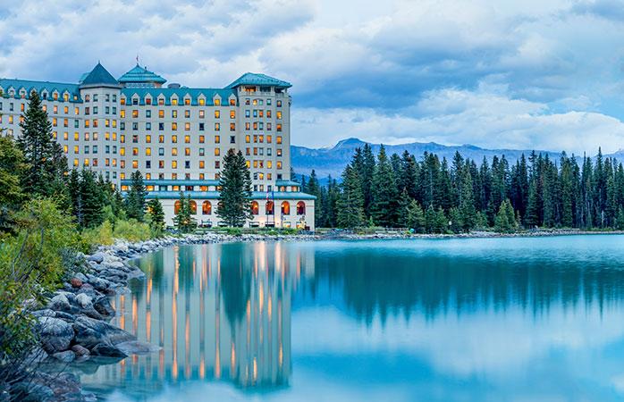 4.Fairmont-Lake-Louise-Canada-statiune-de-lux