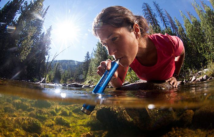 Apă, apă peste tot – și toată este bună de băut cu ajutorul acestui dispozitiv perfect pentru călătorii
