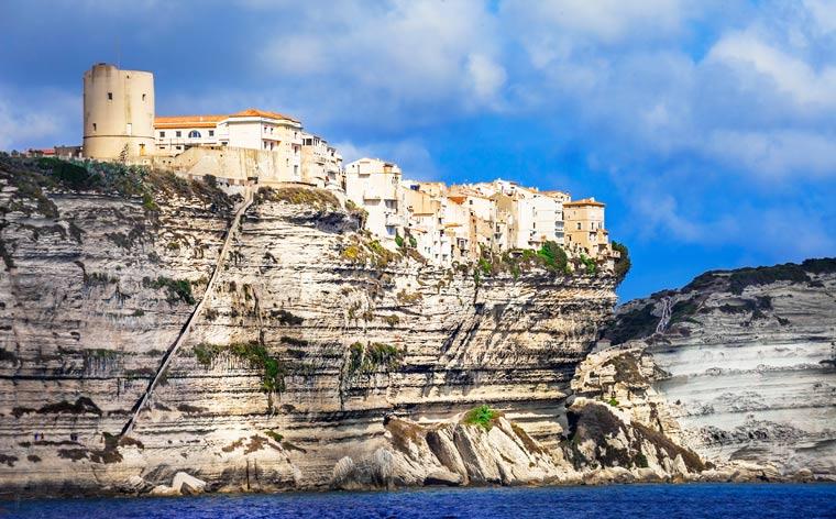 Vacanțe în Corsica: călătorește pe o insulă franceză