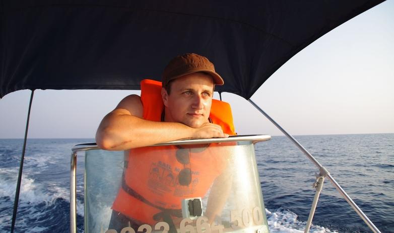 """Radu Dumitru: """"Pot merge 20 de kilometri pe zi indiferent că-i caniculă sau ploaie, plăcerea de a vizita îmi dă putere"""""""
