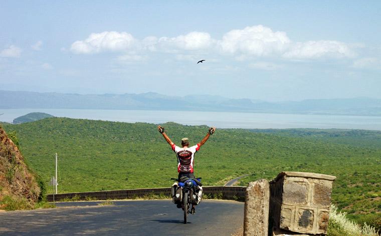 Călători de care ne îndrăgostim: Turul lumii pe bicicletă
