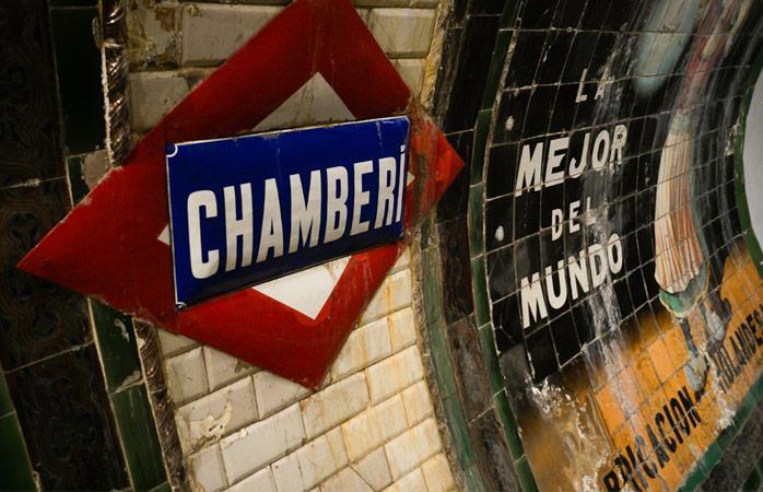 Stația de metrou Chamberi poartă însemnele autentice ale trecutului