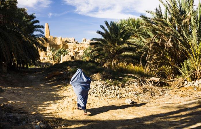 Fix în inima deșertului egiptean, după dune de nisip peste care soarele dogoritor își face de cap, Oaza Siwa ascunde Templul Oracolului, după verdele palmierilor