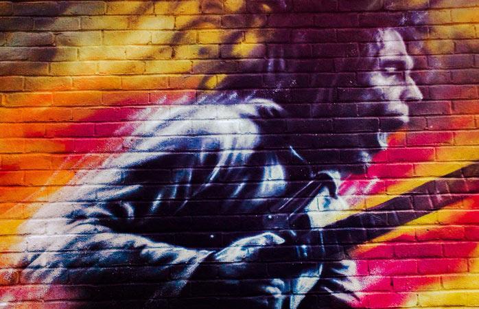 Culori, sens și figuri precum cea a lui Bob Marley îți sunt puse pe tavă la Festivalul de Artă Stradală din Brockley