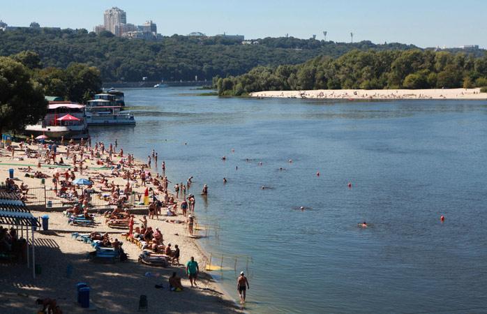 Hydropark este locul unde cei din Kiev (care nu au alergie la soare) se strâng pe timp de vară