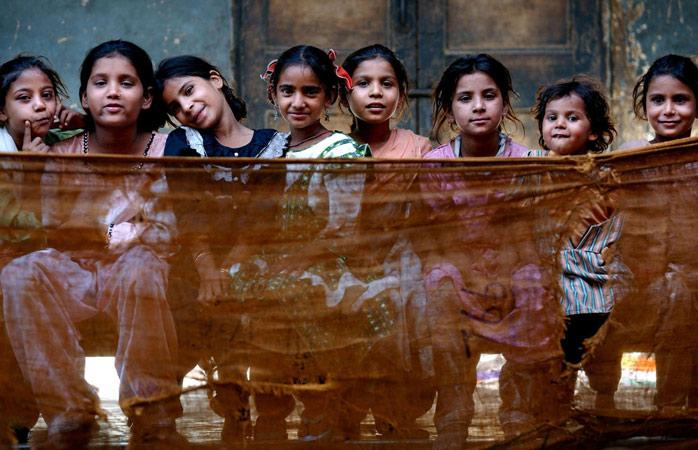 Copii musulmani, înăuntrul taberei de refugiați Dariya Khan Ghhumnat Rahat din statul Gujarat din Ahmedabad, India
