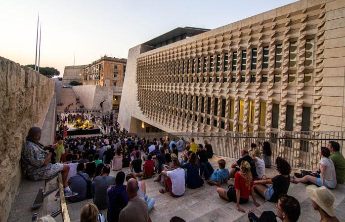 Spectacole de jazz, interpretări de poezie și ateliere de legare de carte... toate-acestea și multe altele te așteaptă în Valletta, anul acesta