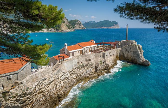 Kastio, o mică fortăreață venețiană din orășelul Petrovac, Muntenegru