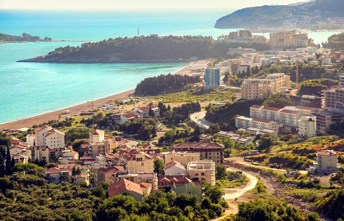Se zvonește cum că Becici din Budva ar fi cea mai frumoasă plajă de la malul Mării Adriatice