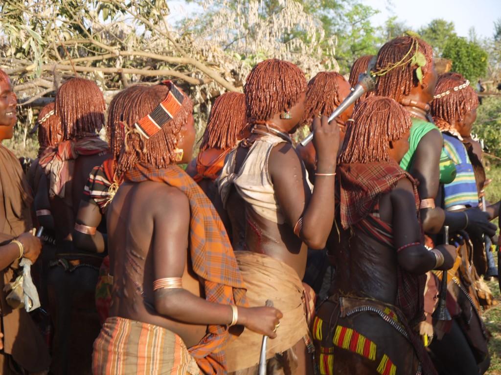 Alături de triburile din Etiopia