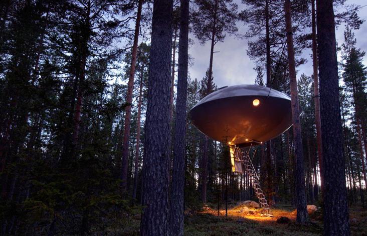 Cauți un loc de cazare în Suedia un pic mai neobișnuit? Treehotel din Harads este locul perfect pentru tine.