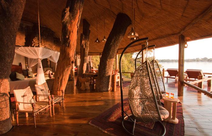 Tongabezi Lodge, un loc romantic pentru o vacanță într-o căsuță în copac.