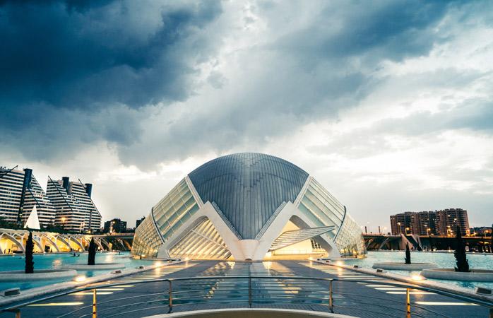 Ciudades de laas Artes y las Ciencias îți urează bun venit în viitor