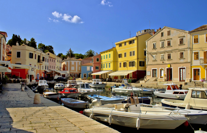 Portul elegant din Veli Lošinj.