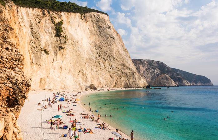 O urcare abruptă şi bine-meritată în schimbul odihnei pe plaja Egremni
