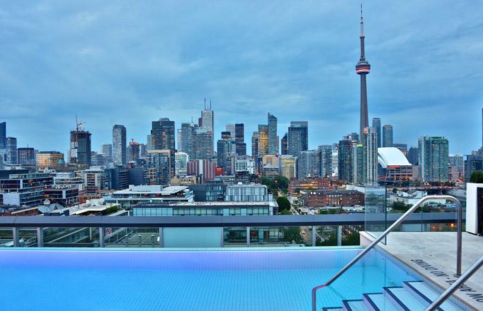 The-Thompson-Hotel-Toronto-hoteluri-cu-piscine-piscina-pe-acoperis-piscine-extraordinare