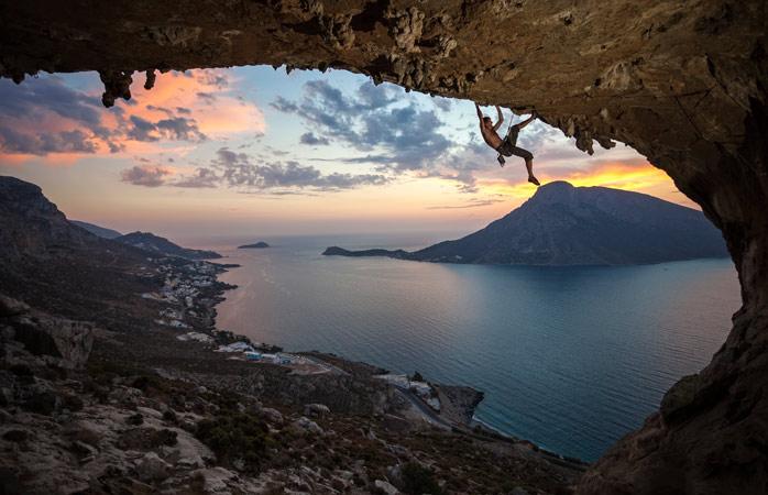 Vezi apusul dintr-un loc cu totul special, Grande Grotta, Kalymnos