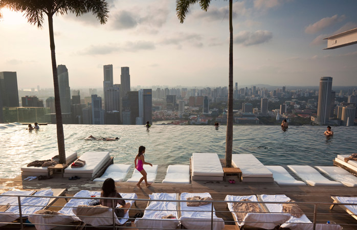 piscina-infinity-Marina-Bay-Sands-hoteluri-cu-piscine-piscine-pe-acoperis