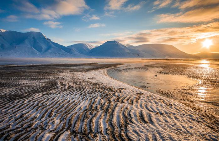 Nici răsărit, nici apus; puțin din amândouă în zilele de vară fără sfârșit din Svalbard