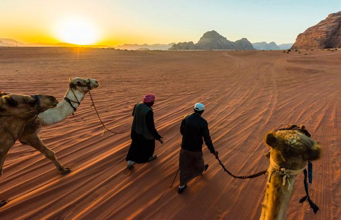 Nu trece prin viața asta fără să vezi deșertul înflăcarat din Wadi Rum