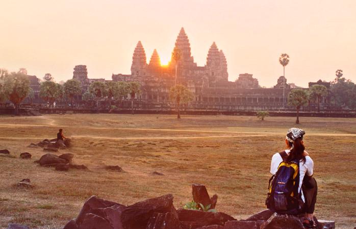 Departe de mulțimile de oameni, admiră cum Angkor Wat se scaldă în primele nraze ale soarelui