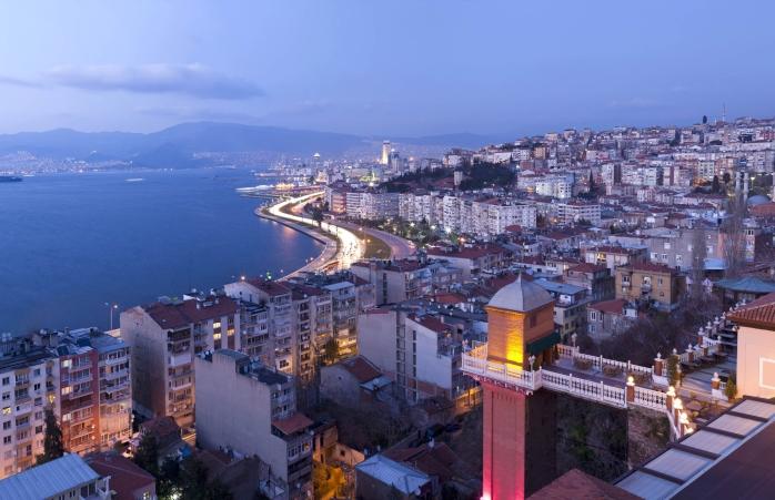 Panoramă deasupra portului din Izmir