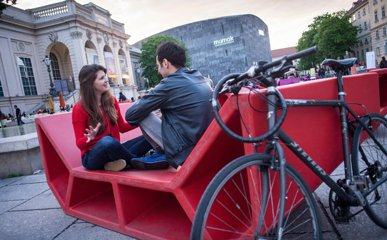 Artă din spatele ghidonului: cu bicicleta pe străzile din Viena