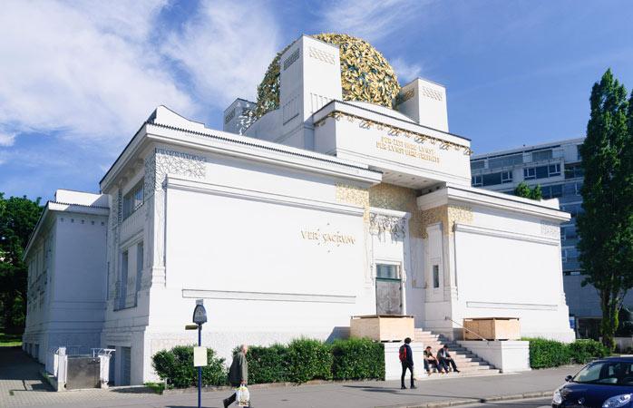 Îndrăzneț-numita clădire Sucession ascunde între zidurile-i prețioase expoziții de artă contemporană