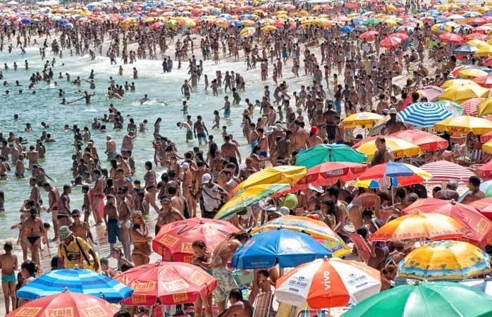 Vrei să nu mai calci niciodată pe o plajă ca asta? Intră pe reddit, vorbește cu localnicii și află unde e de mers la plajă.
