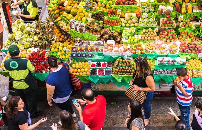 Explorează abundența piețelor urbane în compania unui cunoscător local. Nu știi niciodată cu ce poți să te întorci acasă.
