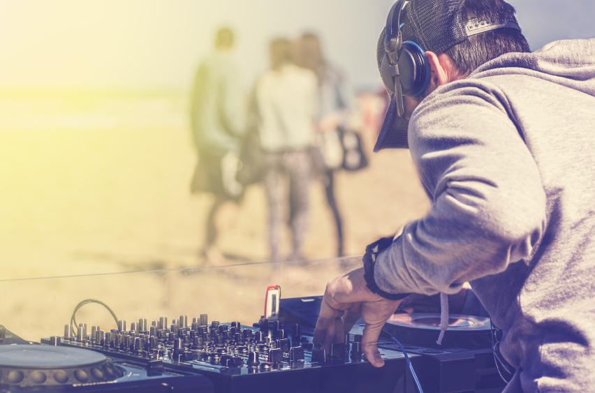 Atmosfera de neînlocuit a unui festival techno la malul mării