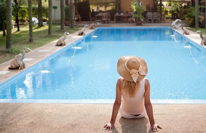 Inventatorul vacanțelor își dorea din suflet să se afle la marginea piscinei în momentul revelației