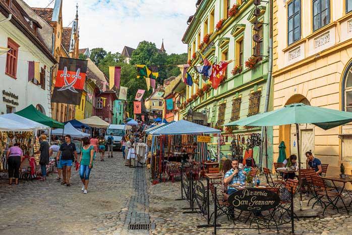 Piața centrală a vechii cetăți
