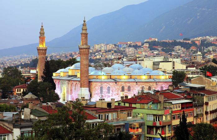 Coloratul Ulu Cami și orizontul din Bursa.
