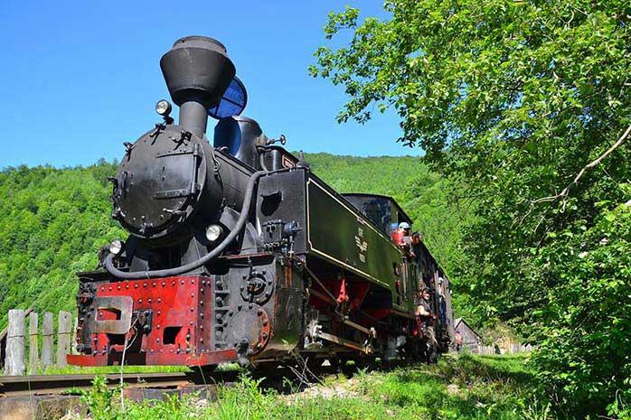 Cea mai veche locomotivă românească în drumul ei zilnic