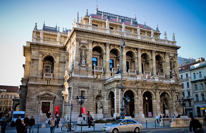 Opera Maghiară de Stat nu-i clădirea pe care să o ratezi cu sufletu-mpăcat
