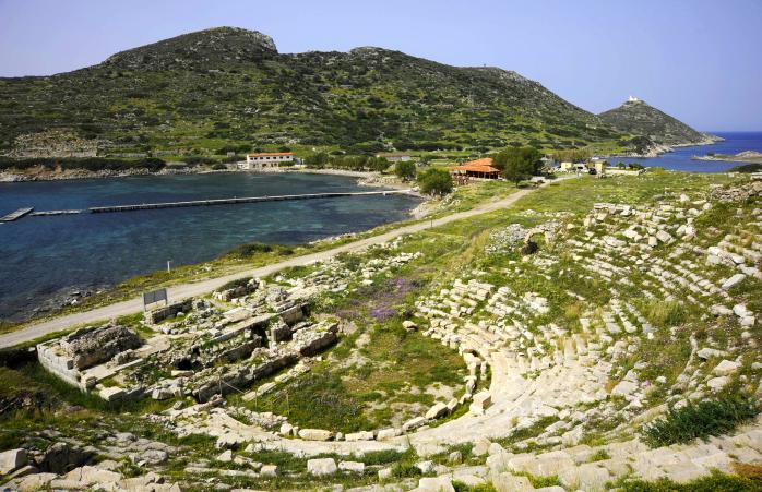 Vestigiile unui amfiteatru grec antic.