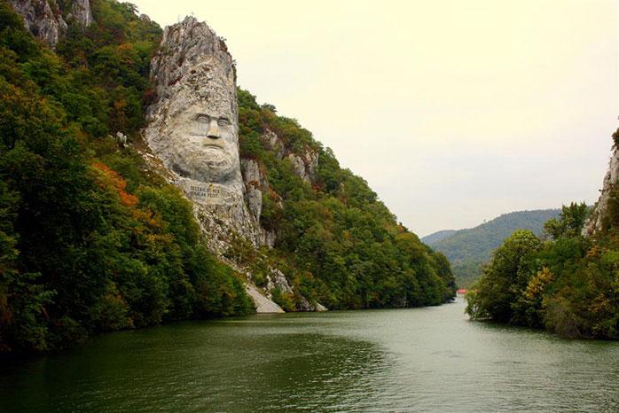 Capul lui Decebal și Cazanele Dunării - sculptura omului alături de cea a naturii