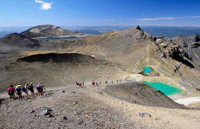Dacă terenul vulcanic și apele turcoaz ale lacului nu te inspiră să reflectezi la sensul vieții și al omului în structura Universului... atunci nimic nu o mai face