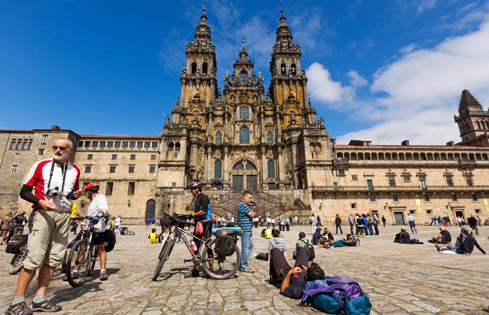 Deplasându-se pedestru sau cu bicicleta, cu limba scoasă de-un cot afară sau cu energie suficientă încât să străbată Atlanticul înot, important este că pelerinii au ajuns, în cele din urmă, la catedrala Santiago de Compostela