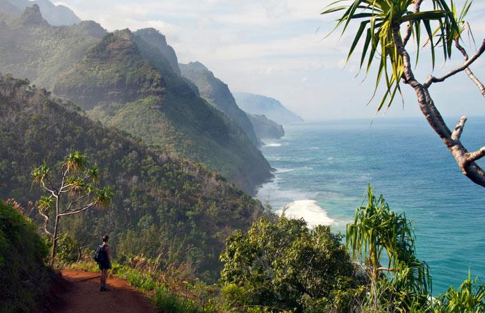 Genul de plaje la care visezi cu toată ființa în diminețile geroase de iarnă, plus drumeții regești pe coasta Nā Pali