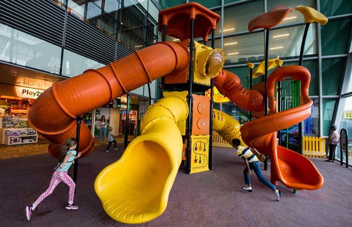 Aeroportul Changi. Ce vezi aici este pentru copii, așa că, te rugăm, fără idei năstrușnico-infantile