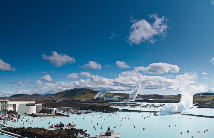 Laguna Albastră este motivul perfect explicabil pentru a pierde avionul. Din greșeală, firește!